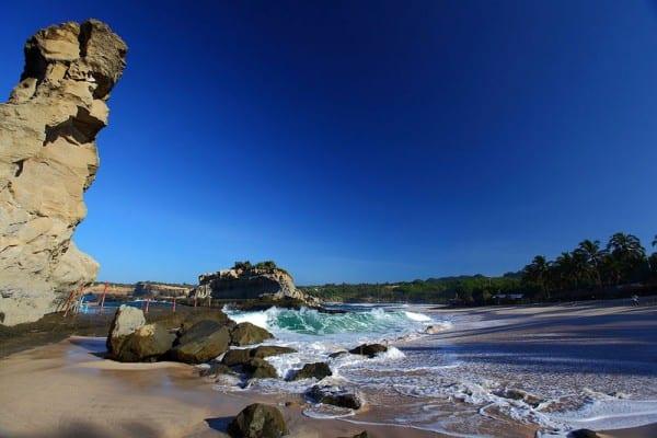 Bebatuan di Sekitar Pantai Klayar Pacitan