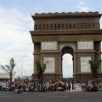 Kegiatan masyarakat di Obyek Wisata Simpang Lima Gumul Kediri Jawa Timur