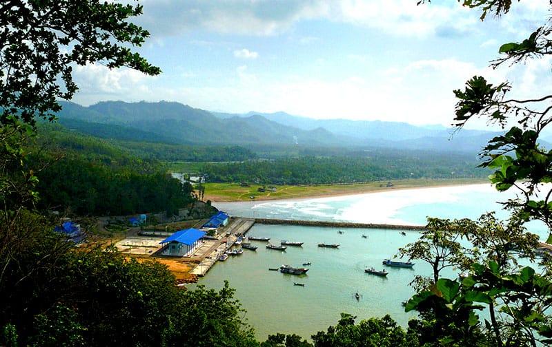 Pesona Pantai Teleng Ria, Pacitan, Jawa Timur