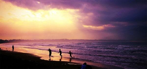 Sunset Yang Mempesona di Pantai Teleng Ria di Pacitan