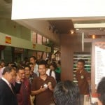 Menteri Perindustrian RI Bpk.M.S Hidayat Asik ngobrol tentang produk Coffeeland Indonesia di Pmeran Industri Makanan Dan Minuman di Kementerian Perindustrian Jakarta.3-6 mei 2011