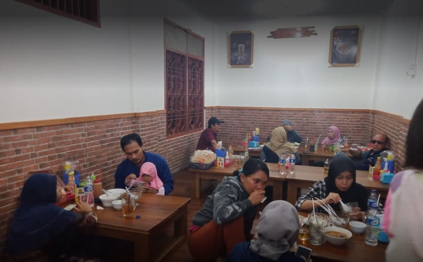 Tempat makan bakso lesehan di Cibinong